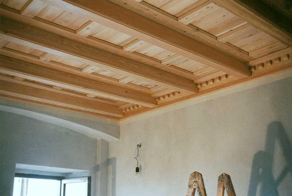 Soffitto In Legno Finto : Soffitti a cassettoni in polistirolo u idee per la casa